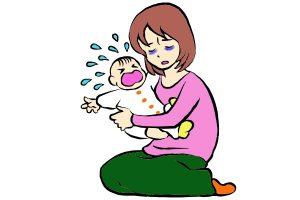 泣いている赤ちゃんを抱くお母さん